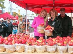 Apple-Booth-Bowmanville-Apple-Festival-2014