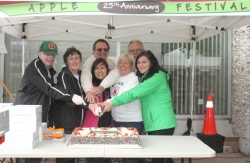 Apple-Fest-Cake-cutting-2014