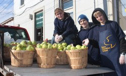 Apple Festival Bowmanville 2012 Knox Students With Apples